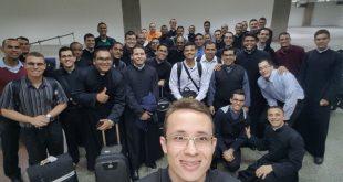 Seminaristas do Seminário Cristo Rei em Romaria a casa da Mãe Aparecida